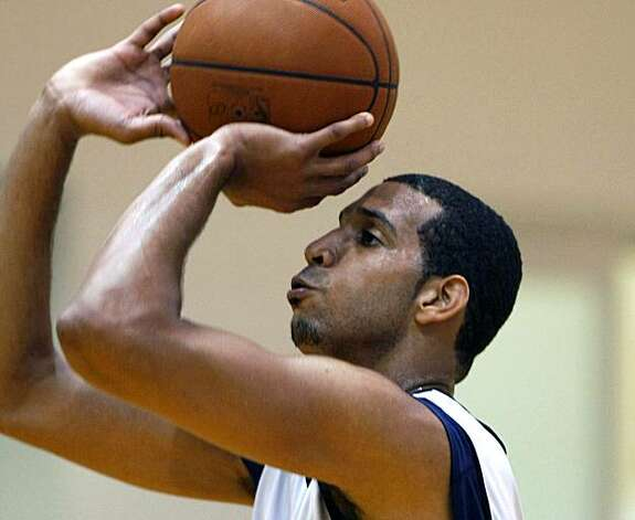 Brandan Wright sets for a shot during a Warriors first training camp in Oakland Ca. Sept 29, 2009 Photo: Lance Iversen, The Chronicle