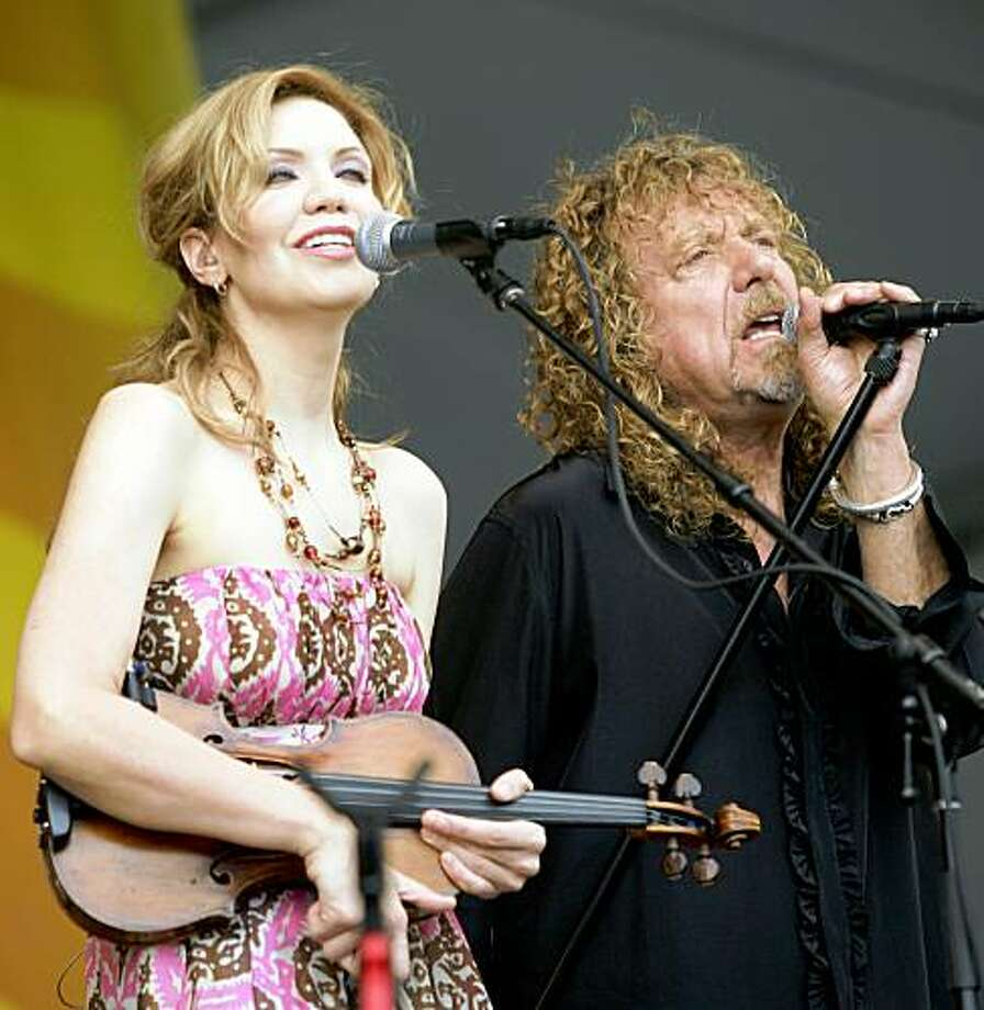 Alison Krauss and Robert Plant perform during the 2008 New Orleans Jazz & Heritage Festival in New Orleans Friday, April 25, 2008. (AP Photo/Dave Martin) Photo: Dave Martin, AP