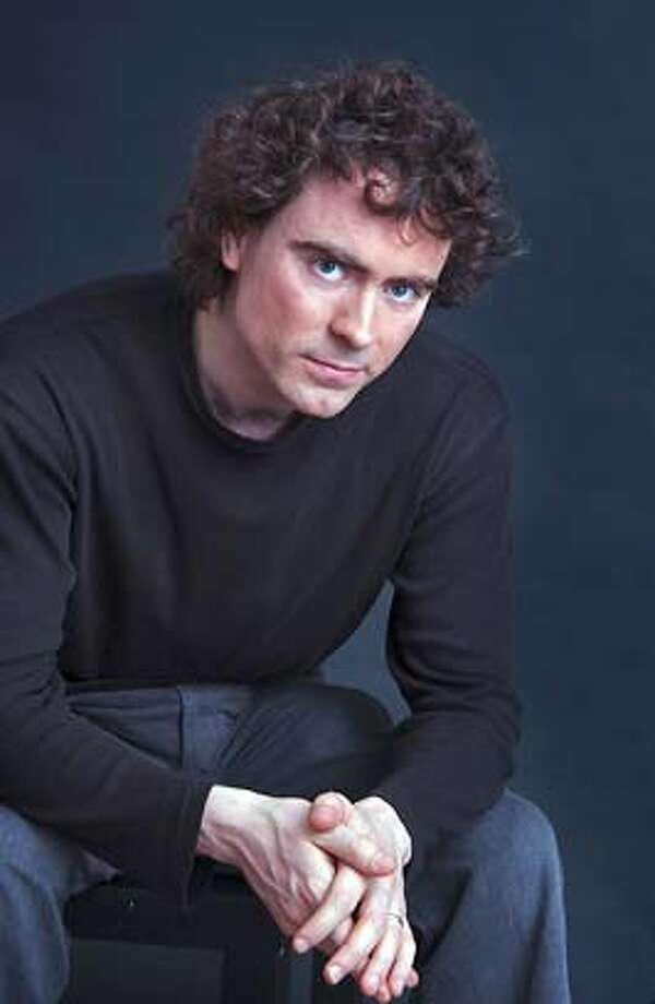 Pianist Paul Lewis Photo: Harmonia Mundi & Eric Manas