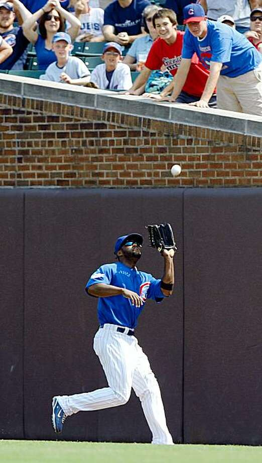 Chicago Cubs' Milton Bradley makes  a catch  in right field for an out against the Cincinnati Reds during the third inning of a baseball game Saturday, Sept. 12, 2009, in Chicago. (AP Photo/Jim Prisching) Photo: Jim Prisching, AP