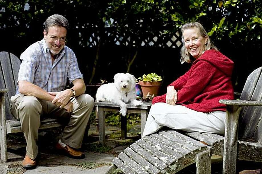 Fiction writer Steven Winn, left, poses for a portrait with his wife Sally, right, and family mutt Como at their home garden in San Francisco, Calif. on Monday, Sept. 14, 2009. A former staff writer at the San Francisco Chronicle, Winn is the author of upcoming book about his comically tumultuous relationship with his dog, which grew out of an ten-part series he penned in the paper. Photo: Stephen Lam, The Chronicle