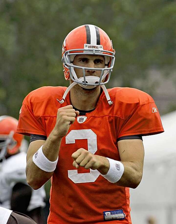 FILE -- This photo from Aug. 26, 2009, shows Cleveland Browns quarterback Derek Anderson at the Cleveland Browns NFL football training camp in Berea, Ohio. Anderson will replace Brady Quinn and start at quarterback for the Cleveland Browns on Sunday, Oct. 4, 2009, against Cincinnati. (AP Photo/Tony Dejak) Photo: Tony Dejak, AP