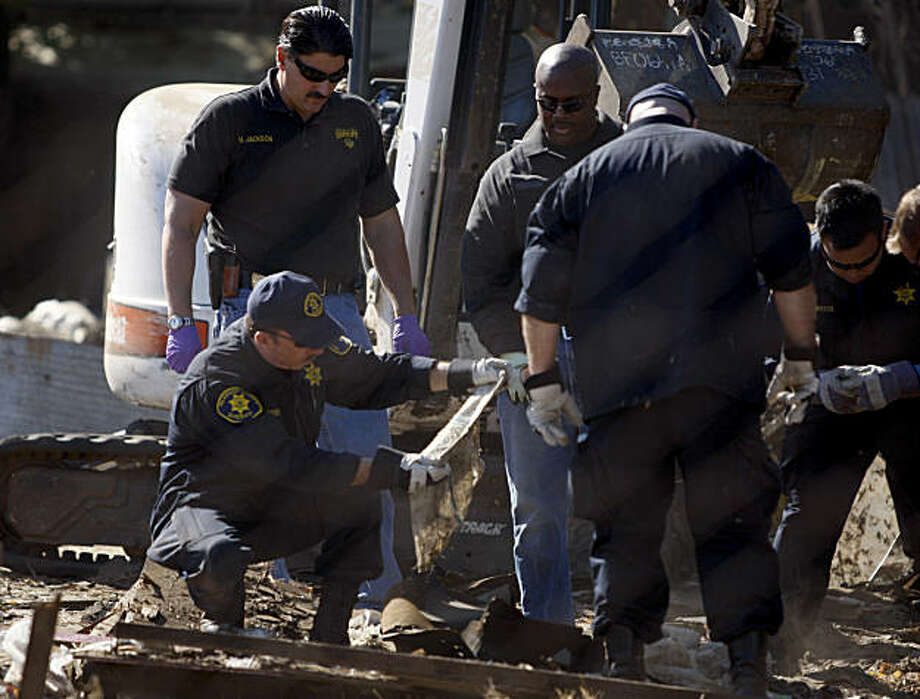 Alameda County Sheriffs deputies search for evidence after a shed was demolished and removed in the backyard of Phillip Garrido's next door neighbor near Antioch, Calif., on Friday, Sept. 18, 2009. Photo: Paul Chinn, The Chronicle