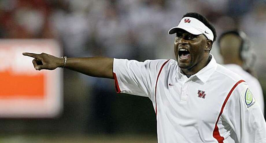 Houston head coach Kevin Sumlin argues a penalty call during the first quarter of a college football game against Texas Tech Saturday, Sept. 26, 2009  in Houston. (AP Photo/David J. Phillip) Photo: David J. Phillip, AP