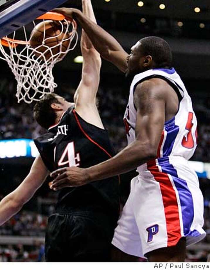 ###Live Caption:Detroit Pistons' Jason Maxiell dunks over Philadelphia 76ers' Jason Smith in the fourth quarter of Game 2 of their NBA basketball playoff series in Auburn Hills, Mich., Wednesday, April 23, 2008. (AP Photo/Paul Sancya)###Caption History:Detroit Pistons' Jason Maxiell dunks over Philadelphia 76ers' Jason Smith in the fourth quarter of Game 2 of their NBA basketball playoff series in Auburn Hills, Mich., Wednesday, April 23, 2008. (AP Photo/Paul Sancya)###Notes:Jason Maxiell###Special Instructions:EFE OUT Photo: Paul Sancya