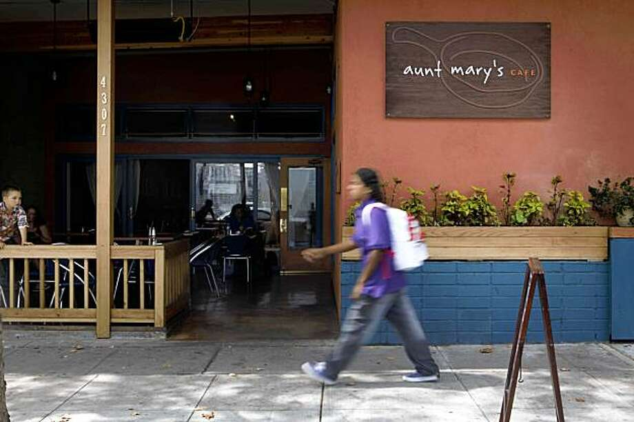Clean lines and earth tones mark Aunty Mary's Cafe at 4307 Telegraph Ave. on Wednesday Sept. 2, 2009 in Oakland, Calif. Photo: Mike Kepka, The Chronicle