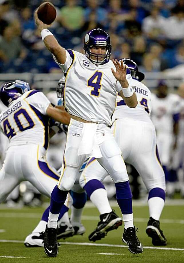 DETROIT - SEPTEMBER 20: Quarterback Brett Favre #4 of the Minnesota Vikings throws a pass against the Detroit Lions at Ford Field on September 20, 2009 in Detroit, Michigan. (Photo by Stephen Dunn/Getty Images) Photo: Stephen Dunn, Getty Images