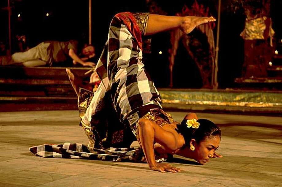 "Kadek Dewi Aryani is the ""leyak"" in the U>S. premiere of Evan Ziporyn's ""A House in Bali"" Photo: Christine Southworths, Cal Performances"