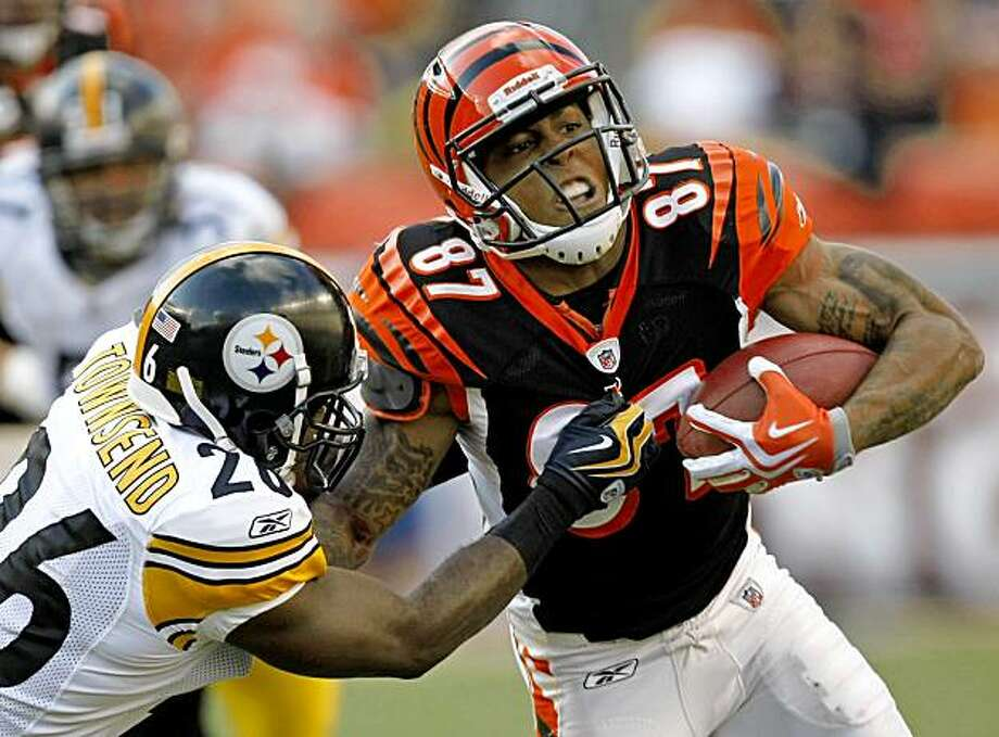 Cincinnati Bengals receiver Andre Caldwell (87) is tackled by Pittsburgh Steelers cornerback Deshea Townsend (26) in the first half of an NFL football game, Sunday, Sept. 27, 2009, in Cincinnati. (AP Photo/Ed Reinke) Photo: Ed Reinke, AP