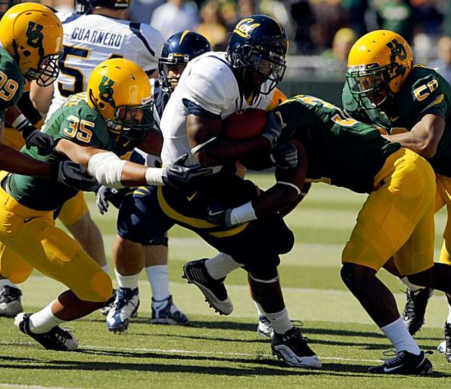 EUGENE, OR - SEPTEMBER 26: Jahvid Best #4 of the California Bears finds little running room as he tackled by Spencer Paysinger #35 and Talmadge Jackson III #37 of the Oregon Ducks in the first quarter of the game at Autzen Stadium on September 26, 2009 in Eugene, Oregon. (Photo by Steve Dykes/Getty Images) Photo: Steve Dykes, Getty Images