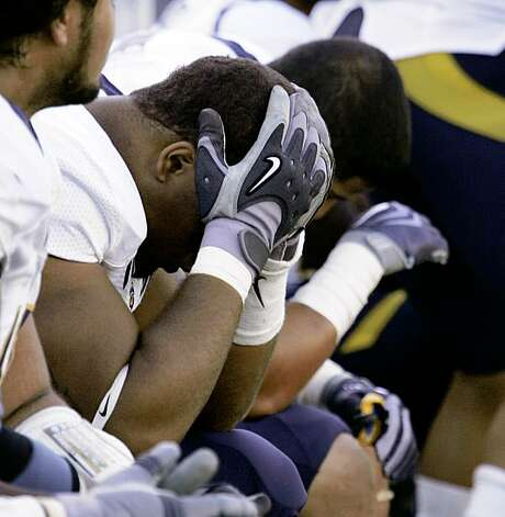 California's Jerome Meadows, left, sits with his head in his hands next to teammate J.P. Hurrell in the final moments of their NCAA college football game against Oregon in Eugene, Ore., Saturday, Sept. 26, 2009.  Oregon beat No. 6 California 42-3. (AP Photo/Don Ryan) Photo: Don Ryan, AP