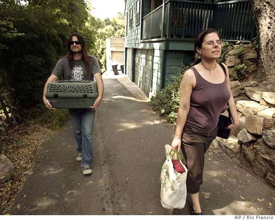 ###Live Caption:Susan Kelso, right, and Jason Saracco, carrying their cat, walk back to their home Sunday, April 27, 2008, in Sierra Madre, Calif., after evacuating Saturday night because of a wildfire. A wildfire burning on the steep slopes of the foothills near Pasadena forced a fresh round of mandatory home evacuations Sunday, authorities said. (AP Photo/Ric Francis)###Caption History:Susan Kelso, right, and Jason Saracco, carrying their cat, walk back to their home Sunday, April 27, 2008, in Sierra Madre, Calif., after evacuating Saturday night because of a wildfire. A wildfire burning on the steep slopes of the foothills near Pasadena forced a fresh round of mandatory home evacuations Sunday, authorities said. (AP Photo/Ric Francis)###Notes:###Special Instructions: Photo: Ric Francis