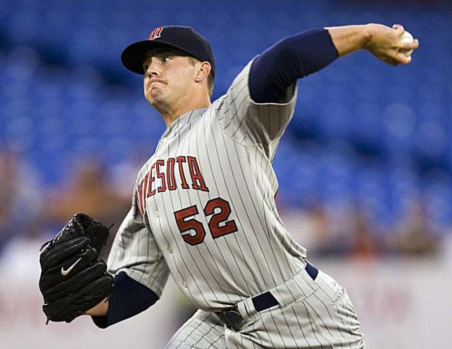 Minnesota Twins starting pitcher Brian Duensing works against the Toronto Blue Jays in the second inning of a baseball game in Toronto on Tuesday, Sept. 8, 2009. (AP Photo/The Canadian Press, Frank Gunn) Photo: Frank Gunn, AP