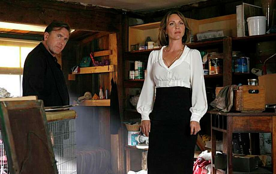 "LIE TO ME: Lightman (Tim Roth, L) and Foster (Kelli Williams, R) track down evidence in the LIE TO ME Season Two premiere episode ""The Core of It"" airing Monday, Sept. 28 (9:00-10:00 PM ET/PT) on FOX. ©2009 Fox Broadcasting Co. Cr: Isabella Vosmikova/FOX Photo: Fox / SFC"