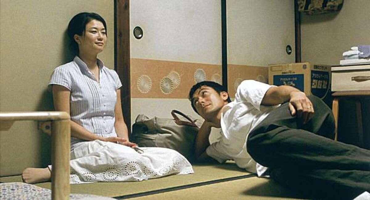 NATSUKAWA Yui as Yukari and ABE Hiroshi as Yokoyama Ryota in STILL WALKING directed by KORE-EDA HIROKAZU