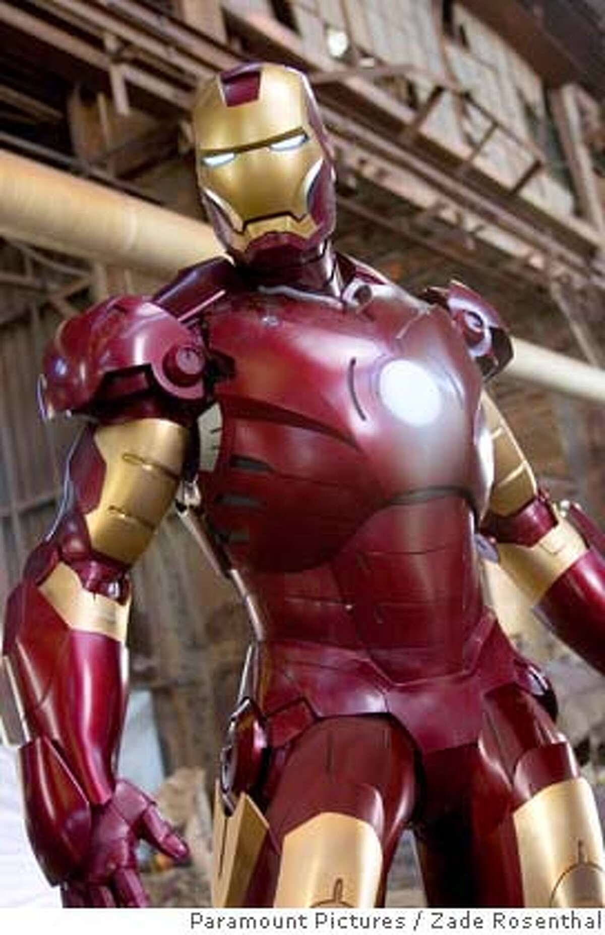 Iron Man aloft in his air-worthy Mark III armor in �Iron Man.� Paramount Pictures and Marvel Entertainment Present A Marvel Studios Production in Association with Fairview Entertainment A Jon Favreau Film �Iron Man� starring Robert Downey Jr. Photo Credit: Zade Rosenthal