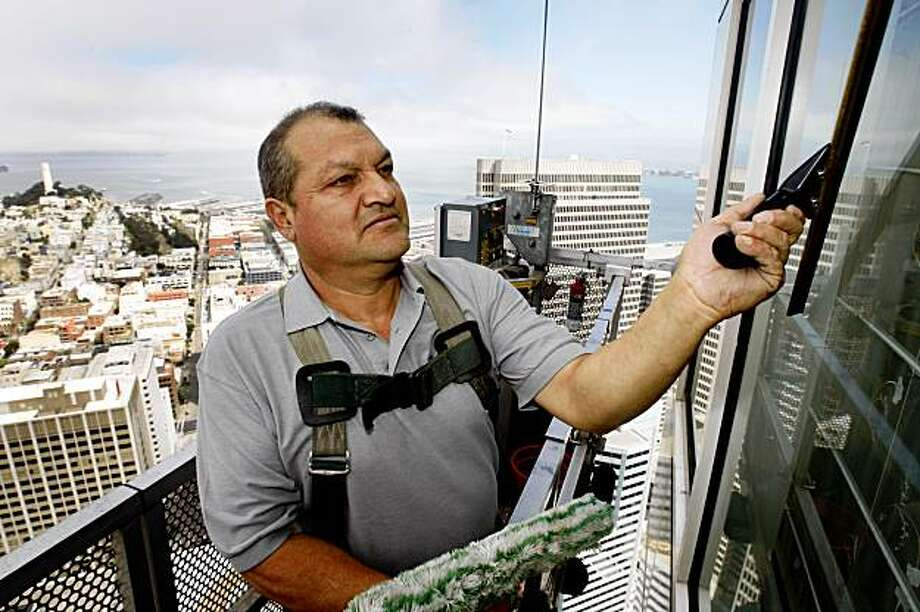Jose Garza washes windows on the 46th floor of the 345 California Street building 700-feet above the sidewalk in San Francisco, Calif., on Friday, Sept. 4, 2009. Garza has been a highrise window washer for 28 years. Photo: Paul Chinn, The Chronicle