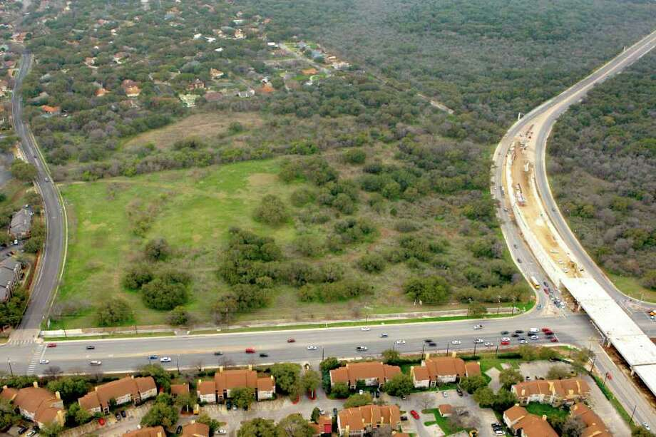 Wal-Mart plans to build a 180,000-square-foot Supercenter that would be open seven days a week, 24 hours a day on this site. The property is between Vista View Street on the left and Wurzbach Parkway on the right. Photo: William Luther, San Antonio Express-News / © 2012 SAN ANTONIO EXPRESS-NEWS