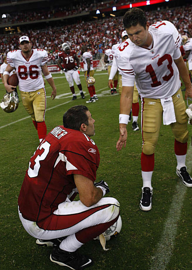 Shaun Hill (right) reaches out to Kurt Warner when the quarterbacks met at the end of the San Francisco 49ers vs. Arizona Cardinals NFL game in Glendale, Ariz., on Sunday, Sept. 13, 2009. Photo: Paul Chinn, The Chronicle
