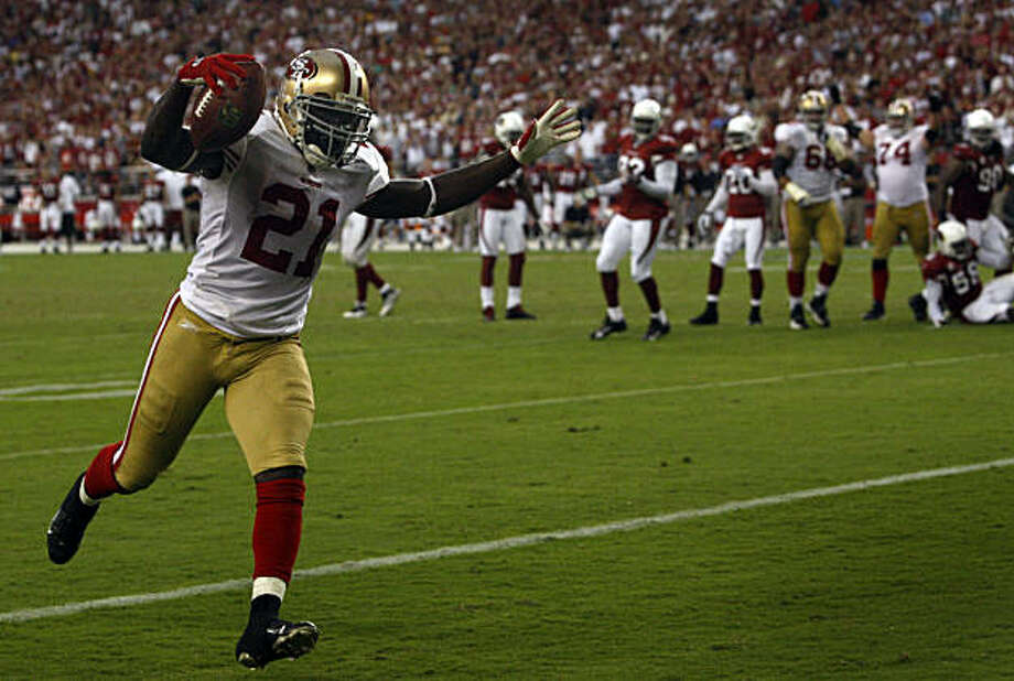 Frank Gore runs into the end zone all alone to score a touchdown in the fourth quarter of the San Francisco 49ers vs. Arizona Cardinals NFL game in Glendale, Ariz., on Sunday, Sept. 13, 2009. Photo: Paul Chinn, The Chronicle