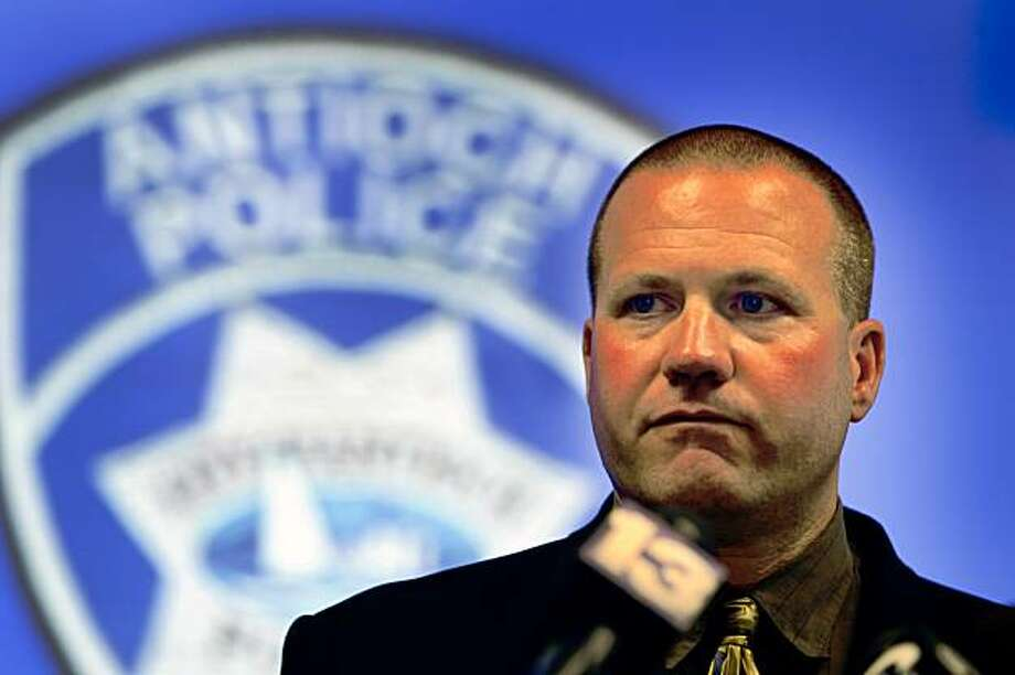 Antioch police Lt. Leonard Orman describes a 1972 rape case involving kidnap suspect Phillip Garrido at a news conference in Antioch, Calif., on Thursday, Sept. 3, 2009. Photo: Paul Chinn, The Chronicle