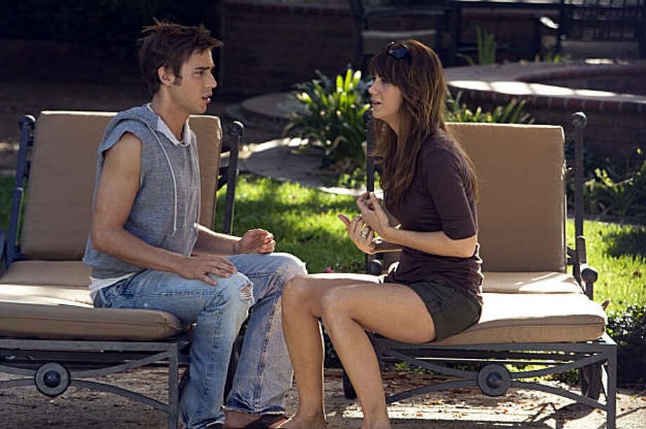 Dustin Milligan as Brad and Kristen Wiig as Suzie in EXTRACT Photo: Sam Urdank, Miramax Film Corp
