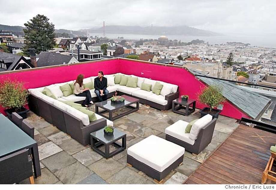 ###Live Caption:Roof terrace called The Modern View, designed by Sean Weatherill withfull views of The Bay and city at the Decorator Showcase at 2820 Scott Street photographed on Wednesday, April 23, 2008.  Photo by Eric Luse / San Francisco Chronicle###Caption History:Roof terrace called The Modern View, designed by Sean Weatherill withfull views of The Bay and city at the Decorator Showcase at 2820 Scott Street photographed on Wednesday, April 23, 2008.  Photo by Eric Luse / San Francisco Chronicle###Notes:Name cq by source###Special Instructions:MANDATORY CREDIT FOR PHOTOG AND SAN FRANCISCO CHRONICLE/NO SALES-MAGS OUT Photo: Eric Luse