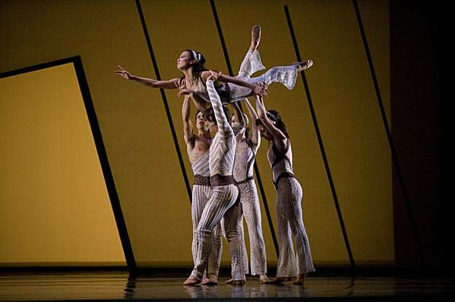 San Francisco Ballet's 2008 New Works Festival - Program C. Jenkins' Thread on April 24, 2008.  © Erik Tomasson Photo: Erik Tomasson, Courtesy Photo