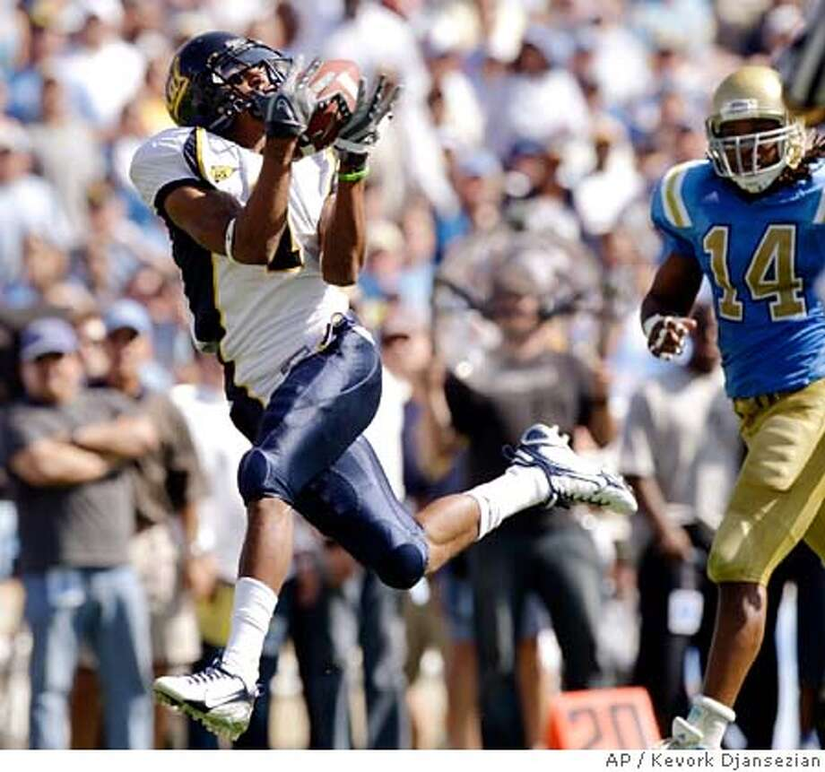 ###Live Caption:California wide receiver DeSean Jackson, left, catches a 39-yard touchdown pass from quarterback Nate Longshore as UCLA safety Chris Horton chases during the second quarter of a football game at the Rose Bowl in Pasadena, Calif., Saturday, Oct. 20, 2007. (AP Photo/Kevork Djansezian)###Caption History:California wide receiver DeSean Jackson, left, catches a 39-yard touchdown pass from quarterback Nate Longshore as UCLA safety Chris Horton chases during the second quarter of a football game at the Rose Bowl in Pasadena, Calif., Saturday, Oct. 20, 2007. (AP Photo/Kevork Djansezian)  Ran on: 10-21-2007  Nate Longshore was sharp early in the game, but two fourth-quarter interceptions sealed Cal's fate.  Ran on: 10-21-2007  Nate Longshore was sharp early in the game, but two fourth-quarter interceptions sealed Cal's fate.###Notes:###Special Instructions: Photo: Kevork Djansezian