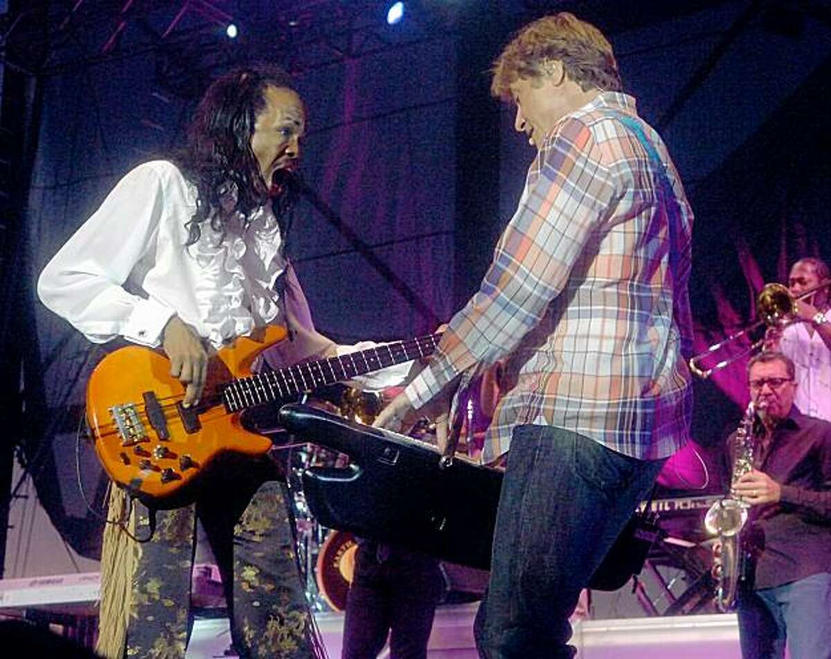 Verdine White, left, of the band, Earth Wind and Fire, and Robert Lamm of the band, Chicago, play together during concert featuring both bands In Allentown, Pa, Wednesday, September 2, 2009. (Ap Photo/ The Express-Times, Joe Gill)