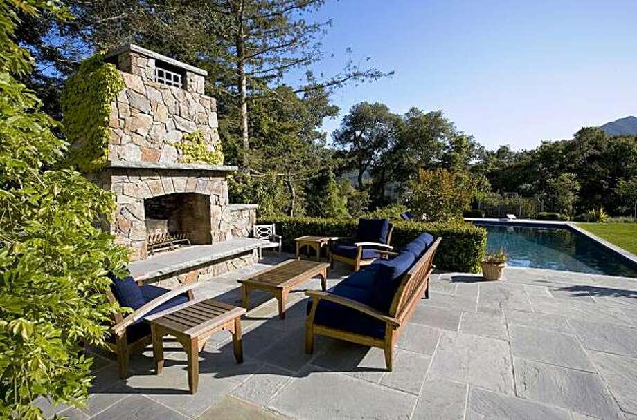 Kentfield Outdoor living room. Photo: Barbara Ries © 2009