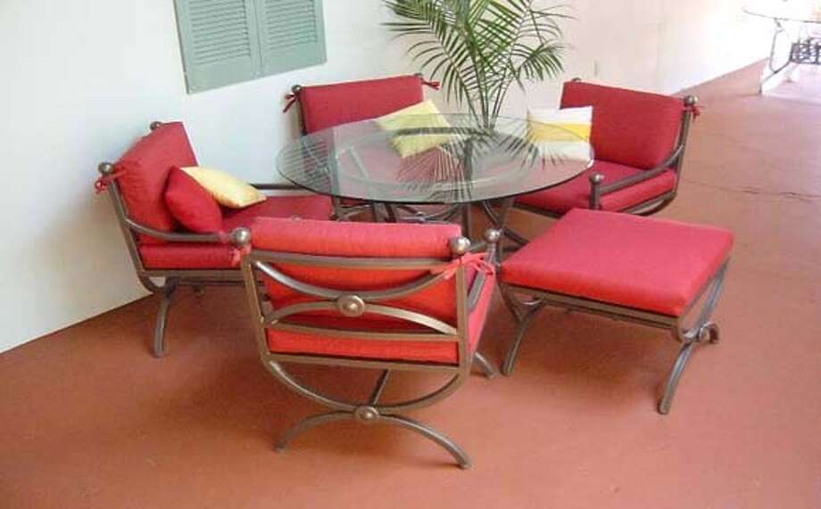 ###Live Caption:patio table and chairs from the santa Barbara collections, Patio Classics, Menlo Park###Caption History:patio table and chairs from the santa Barbara collections, Patio Classics, Menlo Park###Notes:###Special Instructions: Photo: Unknwon