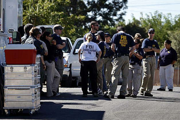 A team of FBI investigators prepares to search a home for clues in the 18-year-old kidnapping case of Jaycee Dugard in Antioch, Calif., on Thursday, Aug. 27, 2009. Dugard walked into a police station yesterday to announce that she was kidnapped near South Lake Tahoe in 1991. Authorities have taken Phillip Craig Garrido into custody. Photo: Paul Chinn, The Chronicle