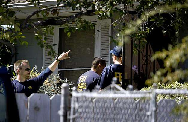 FBI investigators enter a home to search for clues in the 18-year-old kidnapping case of Jaycee Dugard in Antioch, Calif., on Thursday, Aug. 27, 2009. Dugard walked into a police station yesterday to announce that she was kidnapped near South Lake Tahoe in 1991. Authorities have taken Phillip Craig Garrido into custody. Photo: Paul Chinn, The Chronicle