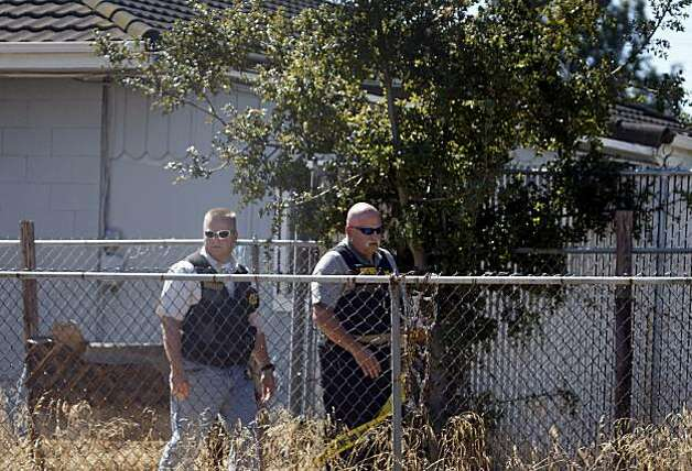 Contra Costa County Sheriff's deputies cordon off the backyard of a home (background) being searched by FBI agents for clues in the 18-year-old kidnapping case of Jaycee Dugard in Antioch, Calif., on Thursday, Aug. 27, 2009. Dugard walked into a police station yesterday to announce that she was kidnapped near South Lake Tahoe in 1991. Authorities have taken Phillip Craig Garrido into custody. Photo: Paul Chinn, The Chronicle