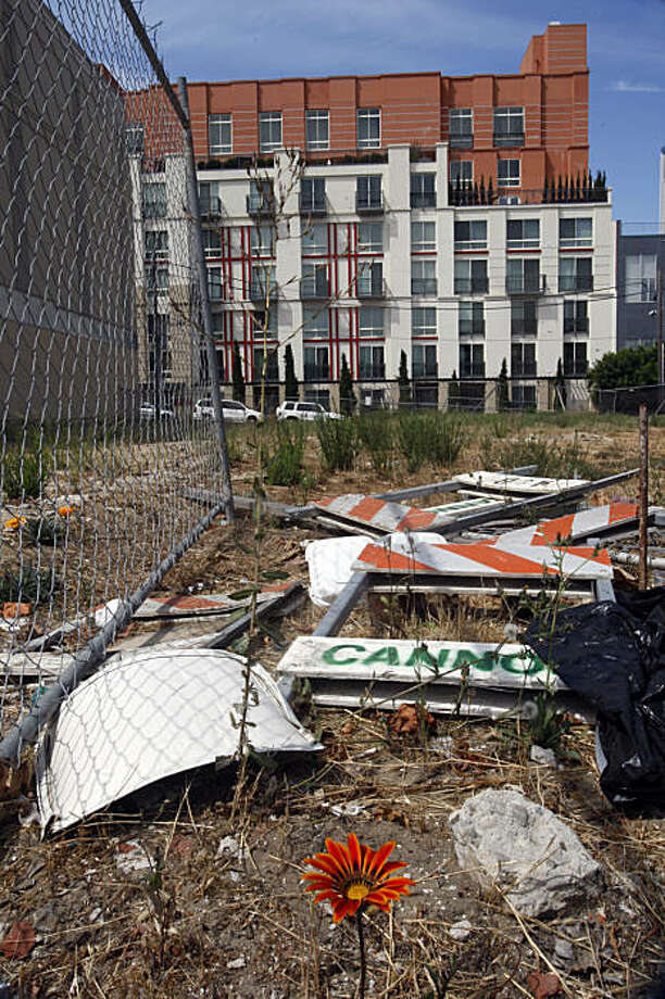 An empty lot at 45 Lansing St. in San Francisco, Calif. on Wednesday, September 2, 2009. Photo: Liz Hafalia, The Chronicle