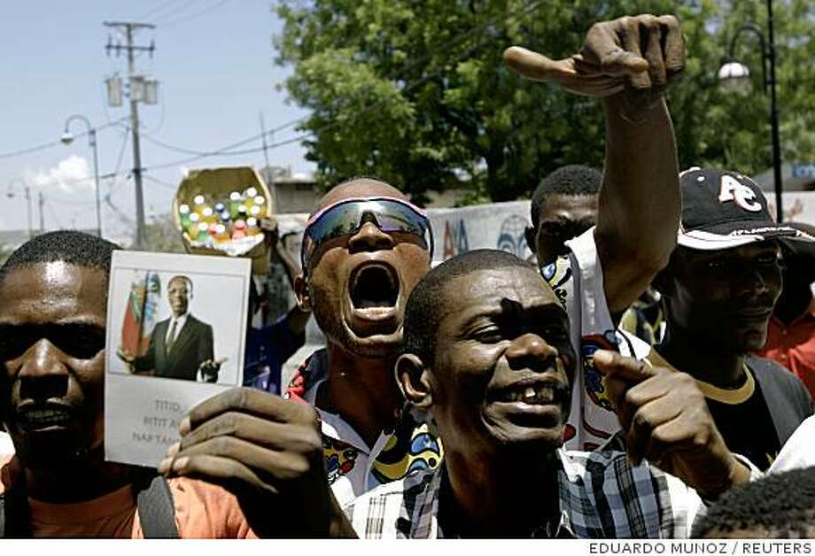 Haiti's residents shout slogans against Prime Minister Jacques Edouard Alexis next to th parliament in Port-au-Prince April 12, 2008. The Haitian Senate on Saturday fired the impoverished country's prime minister after a week of violent food riots and ignored an emergency plan announced by President Rene Preval to slash the cost of rice. REUTERS/Eduardo Munoz (HAITI) Photo: EDUARDO MUNOZ, REUTERS