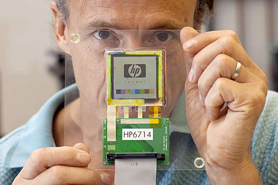 Carl Taussig, Director of HP LabsÕ Information Surfaces Lab talks about his research in flexible display technology shows off a prototype at the HP Headquarters August 28, 2009 in Palo Alto, Calif. (Photo by David Paul Morris / Special to The Chronicle) Photo: David Paul Morris, The Chronicle
