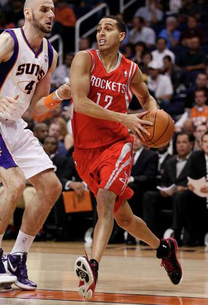 Houston Rockets guard Kevin Martin (12) drives the baseline past Phoenix Suns center Marcin Gortat,