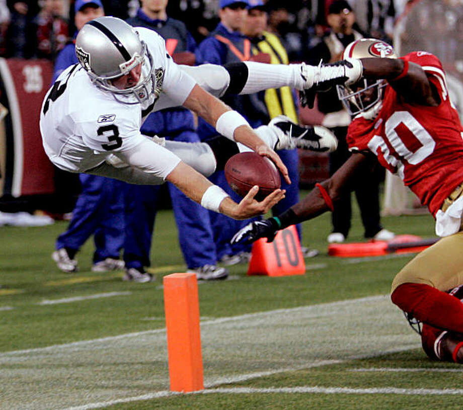 Oakland Raiders quarterback Charlie Frye (3) dives into the end zone for a touchdown in the fourth quarter during NFL preseason football game against the San Francisco 49ers in San Francisco, Calif., Saturday, Aug. 22, 2009. The 49ers beat the Raiders 21-20. (AP Photo/Marcio Sanchez) Photo: Marcio Sanchez, AP
