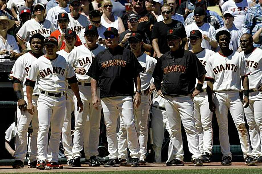 San Francisco Giants benches where cleared after Pablo Sandoval was held back by home plate umpire Paul Emmel and Dodgers catcher Russell Martin after a close pitch in the 5th inning. Photo: Frederic Larson, The Chronicle