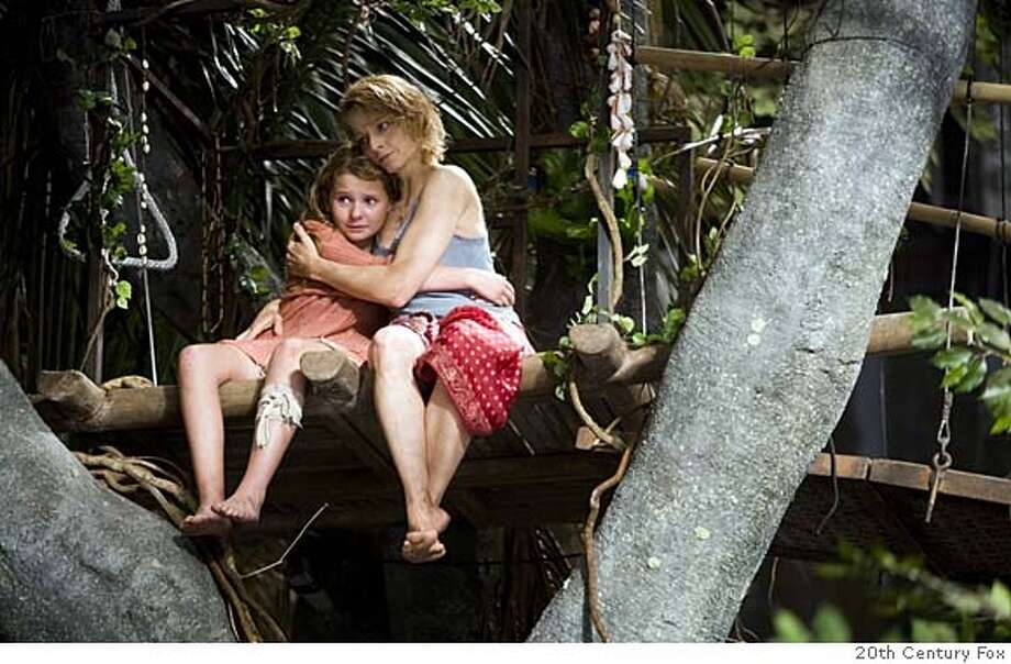 """###Live Caption:Abigail Breslin and Jodie Foster in """"Nim's Island"""" 2008###Caption History:Abigail Breslin and Jodie Foster in """"Nim's Island"""" 2008###Notes:###Special Instructions: Photo: 20th Century Fox"""