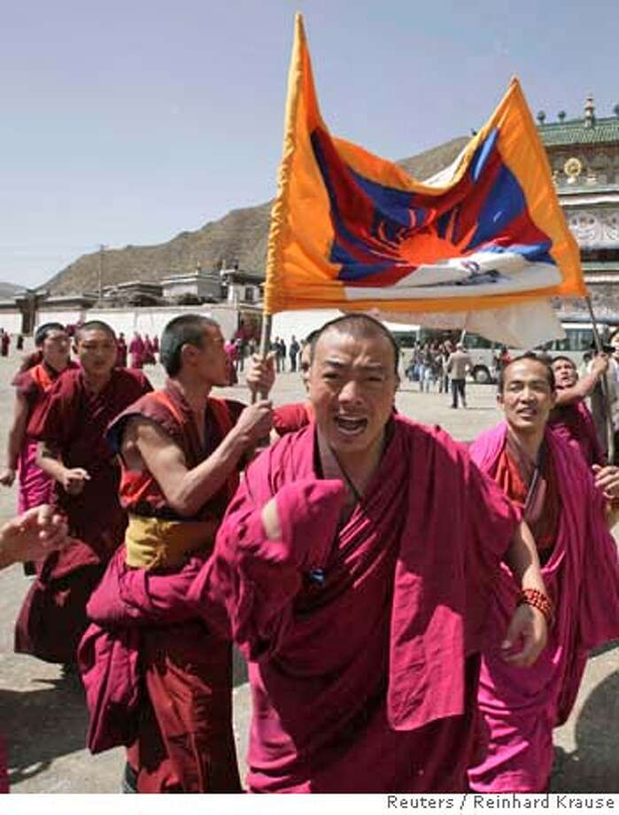 ###Live Caption:Monks carry a Tibetan flag and shout slogans as a group of journalists, invited to an official visit by the local government, arrived at the Labrang Monestry in Xiahe, Gansu province April 9, 2008. The monks demanded the return of the Dalai Lama to China and yelling that they had no human rights. REUTERS/Reinhard Krause (CHINA)###Caption History:Monks carry a Tibetan flag and shout slogans as a group of journalists, invited to an official visit by the local government, arrived at the Labrang Monestry in Xiahe, Gansu province April 9, 2008. The monks demanded the return of the Dalai Lama to China and yelling that they had no human rights. REUTERS/Reinhard Krause (CHINA)###Notes:Monks carry a Tibetan flag and shout slogans as a group of journalists arrived at the Labrang Monestry in Xiahe###Special Instructions:0 Photo: REINHARD KRAUSE