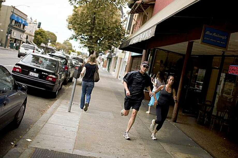 Runners and pedestrians along Park street in Alameda's revived downtown area  in Alameda, Calif. on Tuesday, Aug. 4, 2009. Photo: Stephen Lam, The Chronicle