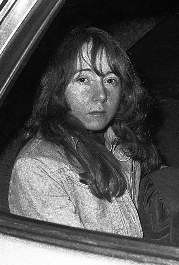 FILE - In this Nov. 25, 1975 file photo, Lynette Fromme sits in a U.S. Marshal's auto in Sacramento, Calif. Frome, the Charles Manson follower convicted of trying to assassinate President Gerald Ford, was released Friday, Aug. 14, 2009 from a Texas prison hospital after more than three decades behind bars, a prison official said.  (AP Photo/Walt Zeboski, Pool) Photo: Walt Zeboski, AP