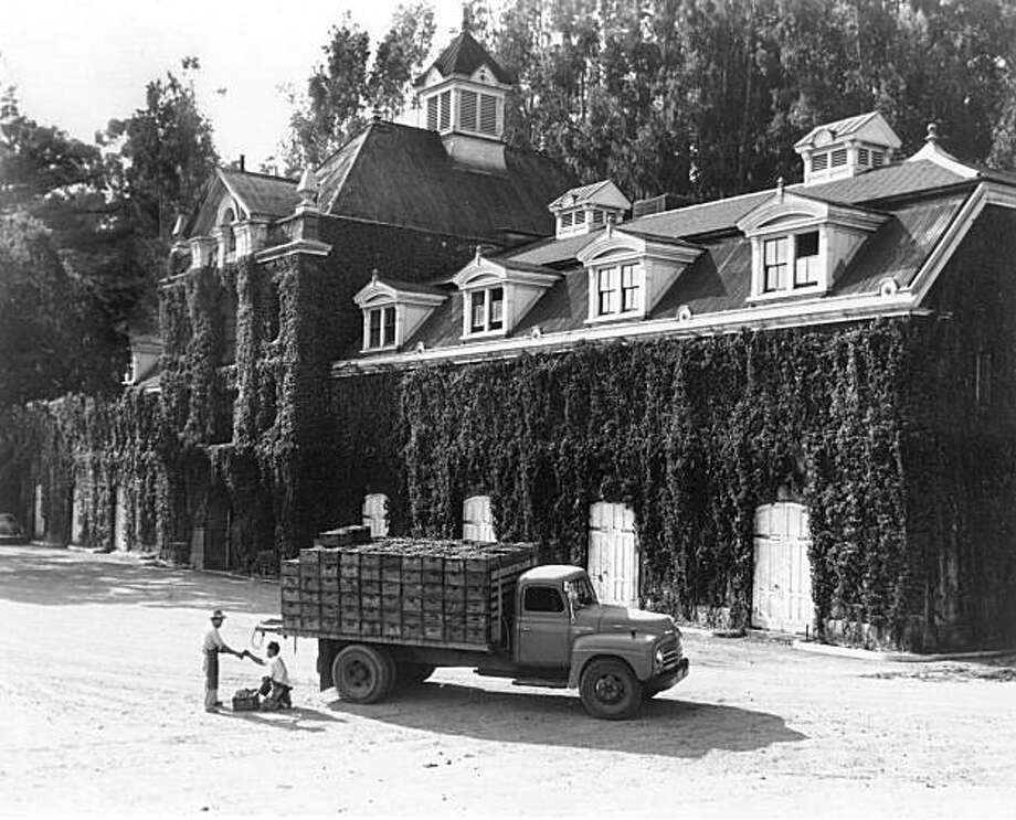 The historic Inglenook winery. Fall 1956.  ** NOTE: One-time usage for 2009 Wine Month special section, as per Robert Zerkowitz, Wine Institute. lib@wineinstitute.org ** Photo: Courtesy The Wine Institute