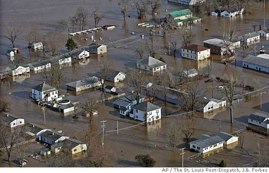 Most of the town of Pacific, Mo. is flooded from the rising Meramec River, Friday, march 21, 2008. Flood-weary residents in Missouri, Arkansas and Ohio fought to save their homes Friday after heavy rainstorms pushed swollen rivers out of their banks, and a fresh snowstorm blew through parts of the Upper Midwest, canceling flights and some Good Friday services. (AP Photo/The St. Louis Post-Dispatch, J.B. Forbes) **BELLEVILLE NEWS-DEMOCRAT, EDWARDSVILLE INTELLIGENCER, THE ALTONTELEGRAPH, MAGS OUT, NO SALES** Photo: J.B. Forbes