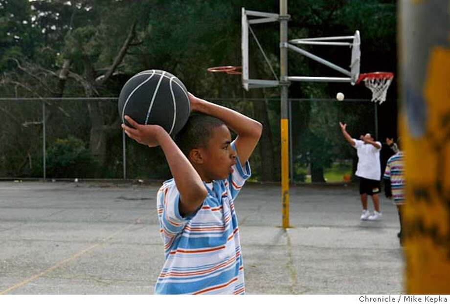 ###Live Caption:After school, Montera Middle School student Hardale Foston, 13, of Oakland, Calif., plays with a basket ball checked out from a group of parents called Teen Power on Wednesday, March 19, 2008 in Oakland, Calif. This volunteer sports equipment lending group, open for business every Wednesday at Montclair Park, was started by a group of moms who felt their children needed and alternative to hanging out on the downtown sidewalks of the Montclair business district. Photo by Mike Kepka / San Francisco Chronicle###Caption History:After school, Montera Middle School student Hardale Foston, 13, of Oakland, Calif., plays with a basket ball checked out from a group of parents called Teen Power on Wednesday, March 19, 2008 in Oakland, Calif. This volunteer sports equipment lending group, open for business every Wednesday at Montclair Park, was started by a group of moms who felt their children needed and alternative to hanging out on the downtown sidewalks of the Montclair business district. Photo by Mike Kepka / San Francisco Chronicle###Notes:(cq) Hardale Foston###Special Instructions:MANDATORY CREDIT FOR PHOTOG AND SAN FRANCISCO CHRONICLE/NO SALES-MAGS OUT Photo: Mike Kepka