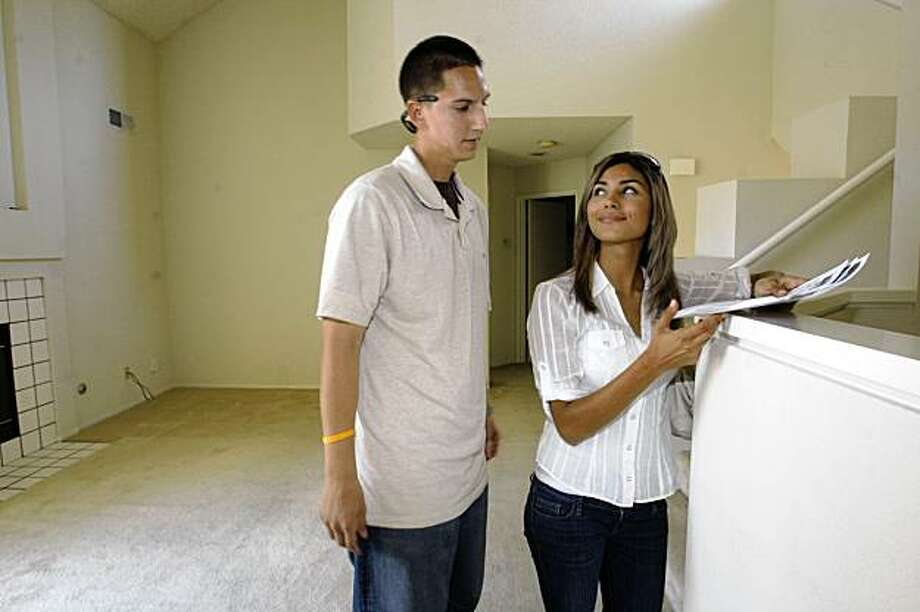 David Nolasco, 25 years old, and his wife Eva Patmo, 24 years old, are first-time buyers seeking a condo for under $200,000 as they go property searching in Hercules, Calif., on Wednesday, August 19, 2009. Photo: Liz Hafalia, The Chronicle