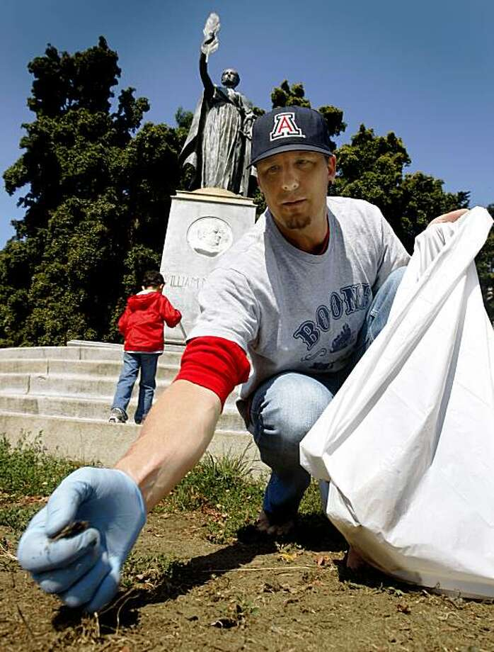 Will Showers collects trash with his son Skyler (background), 5, in the Panhandle during a neighborhood clean-up project organized by the Department of Public Works in San Francisco, Calif., on Saturday, Aug. 8, 2009. Photo: Paul Chinn, The Chronicle